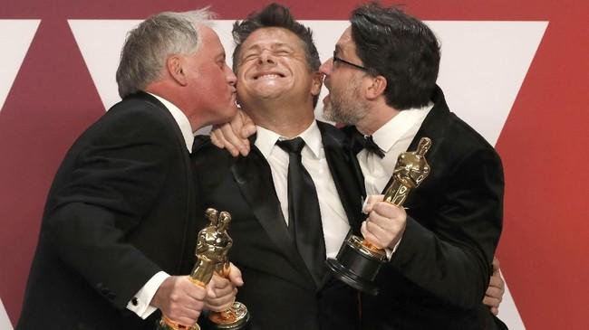 Film 'Bohemian Rhapsody' yang mengisahkan perjalanan band Queen meraih piala Oscar dalam kategori Sound Mixing yang diberikan untuk Paul Massey, Tim Cavagin dan John Casali. (REUTERS/Mike Segar)