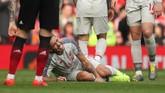 Di kubu Liverpool, Roberto Firmino juga tak bisa melanjutkan pertandingan sehingga harus diganti Daniel Sturridge di babak pertama. (Reuters/Lee Smith)