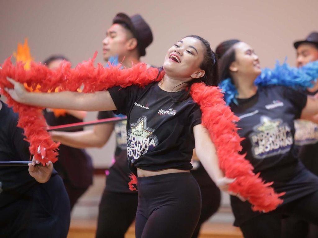 Setelah melalui proses audisi pada 3 dan 4 Februari yang lalu, Indonesia Menuju Broadway persembahan Bakti Budaya Djarum Foundation telah berhasil memilih 70 orang dari 243 calon peserta yang berkesempatan untuk mengikuti pelatihan intensif bersama para pengajar dari StudentsLive - Passport to Broadway. Istimewa.