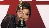 Piala Oscar pertama bagi film 'Black Panther' diraih oleh Ruth E Carter dalam kategori Best Costume. (REUTERS/Mike Segar)