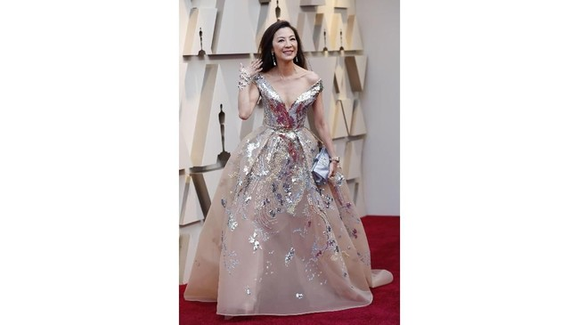 Crazy Rich Asians Michelle Yeoh memilih gaun putri negeri dongeng untuk tampilannya di Oscar 2019. REUTERS/Mario Anzuoni