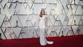 Tampaknya busana glamor dan sederhana lebih populer dibanding ballgown. Amy Adams membuktikan gaun sederhana pun bisa terlihat glamor. REUTERS/Mario Anzuoni