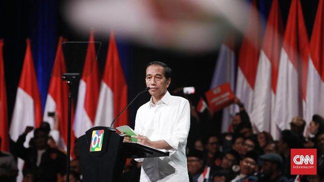 Tiba di Sirkuit Sentul, Jokowi Salami Para Pendukung