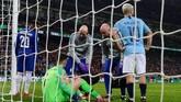 Hal itu mendorong manajer Chelsea Maurizio Sarri untuk tergerak melakukan pergantian pemain. (REUTERS/Rebecca Naden)