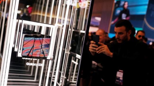 Samsung mencuri start dengan meluncurkan Galaxy S10 Foldtepat tiga hari sebelum pagelaran MWC.( REUTERS/Rafael Marchante)