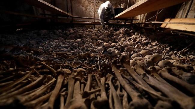Proyek ini telah disiapkan sejak dua tahun lalu, bertujuan untukmemulihkan dan memperkuat bangunan gereja yang didirikan dari tulang dan tengkorak tersebut.(REUTERS/David W Cerny)