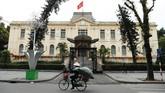 Gedung penginapan milik pemerintahdi Hanoi, Vietnam.Hanoi merupakan ibu kota Vietnam, namun Hanoi merupakan kota kedua terbesar di sini, karena peringkat pertama diduduki oleh kota Ho Chi Minh City. (REUTERS/Jorge Silva)