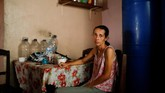 Warga Venezuela meratap karena mereka terancam mengalami kekurangan gizi di tengah krisis berkepanjangan di negaranya, tapi Presiden Nicolas Maduro menolak bantuan asing. (Reuters/Carlos Garcia Rawlins)