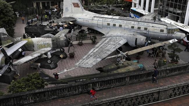 Museum Sejarah Militer Vietnamdi Hanoi, Vietnam.Musim hujan di Hanoi berlangsung mulai dari Mei sampai Oktober. Selebihnya cuaca akan cerah, sehingga di bulan-bulan tersebut menjadi musim turis di sini. (AP Photo/Vincent Yu)