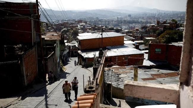 Malnutrisi pun dianggap menjadi salah satu tantangan terbesar bagi Venezuela. Di tengah krisis ini, Amerika Serikat dan sejumlah negara lainnya berupaya mengirimkan bantuan melalui perbatasan Venezuela. (Reuters/Carlos Garcia Rawlins)
