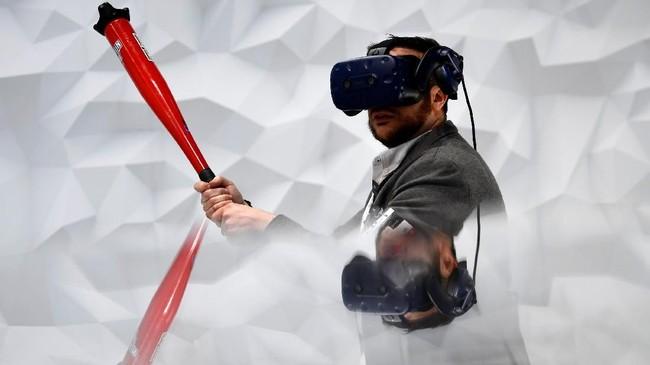 Virtual Reality (VR) menjadi salah satu teknologi yang dipamerkan. Mobile World Congress tahun ini diselenggarakan hingga 28 Februari 2019. (AFP/GABRIEL BOUYS)