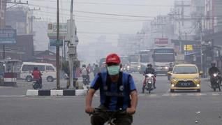 Derita Warga Dumai Dikepung Asap Pekat Karhutla Riau