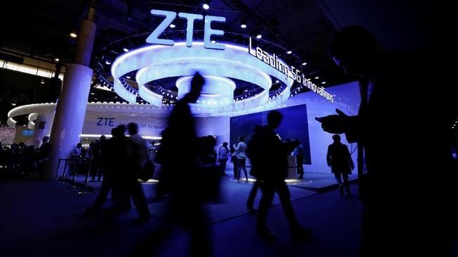 Teknologi 5Gdan ponsel layar lipat di kedua sisi menjadi inovasi yang dinanti dalam pesta teknologi kali ini. (REUTERS/Rafael Marchante)