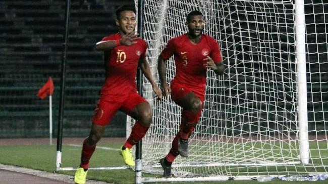 Gol Sani Rizki tampaknya menjadi pelecut penggawa Timnas Indonesia U-22 untuk bermain lebih ciamik. Garuda Muda membalikkan keadaan jadi 2-1 berkat gol Osvaldo Haay (kiri) di menit ke-64.(Foto/Dok. PSSI)