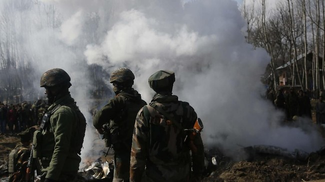 Juru bicara Kemlu India, Rajeesh Kumar, mengklaim jet Pakistan itu ditembak ketika tengah berupaya meluncurkan operasi serangan