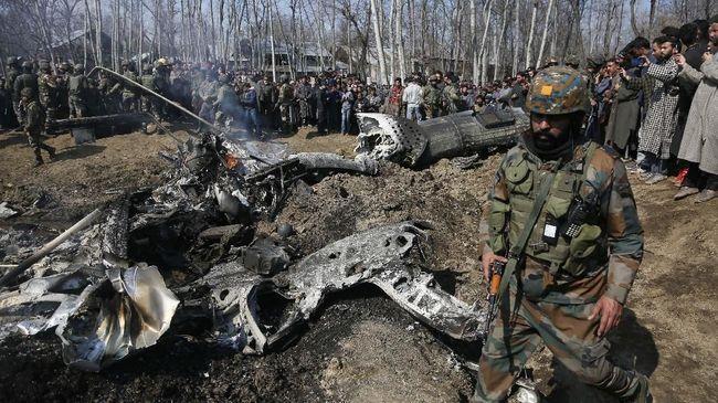 Pakistan Pamer Patung Pilot India yang Jatuh di Kashmir