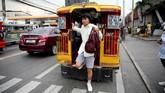 Sebagian warga di pinggiran Ibu Kota Manila mengeluhkan buruknya manajemen lalu lintas. Mereka merasa waktu mereka habis hanya untuk perjalanan. (REUTERS/Eloisa Lopez).