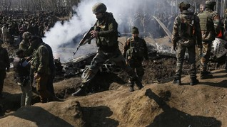 Militan dan Polisi Tewas dalam Baku Tembak di Kashmir