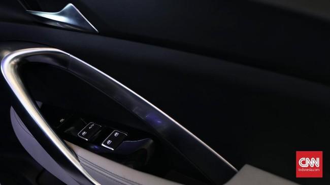 Desain door trim dibuat sesempurna mungkin agar memudahkan penghuni kabin membuka dan menutup pintu. (CNN Indonesia/Hesti Rika)