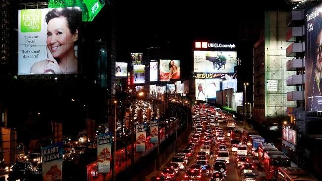 Jalan protokol di Manila dan sekitarnya dianggap sudah tidak mampu lagi menampung jumlah kendaraan bermotor yang selalu bertambah. (REUTERS/Eloisa Lopez).