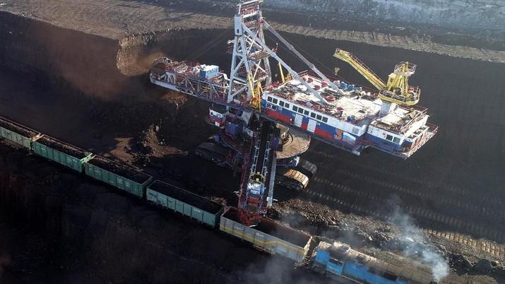 Pelemahan harga batu bara sejak awal tahun tentu mempengaruhi kinerja perusahaan tambang batu bara tanah air.