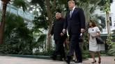 Trump menuturkan masalah sanksi menjadi alasan utama dia dan Kim Jong-un tak dapat mencapai kesepakatan hari ini. (REUTERS/Leah Millis)