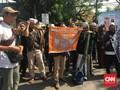 Kawal Sidang Perdana, Massa FPI Minta Bahar Smith Dibebaskan