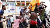 Buhari memimpin perolehan suara atas penantang utamanya, Atiku Abubakar dengan selisih 1,7 juta suara. (REUTERS/Nyancho NwaNri)