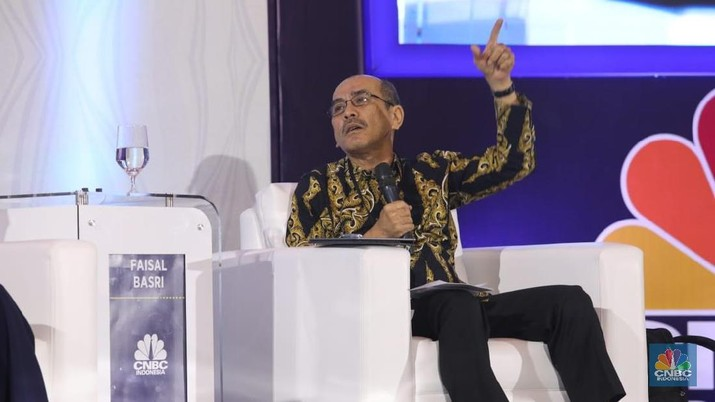 Faisal Basri sebut industri jasa bisa bantu ekonomi RI