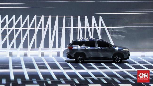 Wuling Motors meluncurkan mobil Sport Utility Vehicle (SUV) pertamanya Almaz di Jakarta, pada (27/2). Wuiling Almaz dibanderol dengan harga Rp318,8 juta. (CNN Indonesia/Hesti Rika)