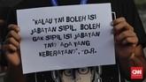 Panglima TNI Marsekal Hadi Tjahjantomenganggap wacana militer menempati jabatan sipil sebagai solusi atas banyaknya pati dan pamen yang belum mendapat jabatan di struktur TNI.(CNN Indonesia/Adhi Wicaksono)