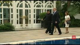 VIDEO: Trump dan Kim Jong-un Jalan Santai di Pinggir Kolam