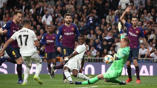 Real Madrid punya banyak peluang emas untuk mencetak gol di babak pertama. Namun Real Madrid harus menelan kecewa karena babak pertama berakhir tanpa gol. (REUTERS/Susana Vera)