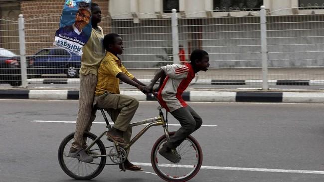 Namun, kelompok oposisi menolak hasil itu dan meminta digelar pemilihan ulang. (REUTERS/Afolabi Sotunde)