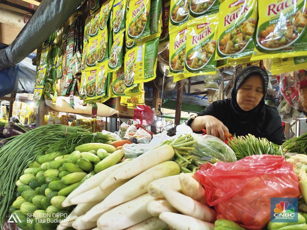 Bahan Makanan merupakan satu-satunya kelompok yang mengalami deflasi, yaitu sebesar 1,11% MtM.