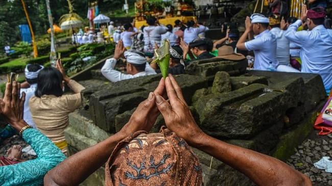 Upacara Melasti bertujuan untuk menyucikan diri sebelum melaksanakan Nyepi Tahun Baru Caka 1941. (ANTARA FOTO/Syaiful Arif/pras)