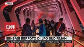 Sensasi Berfoto di JPO Sudirman