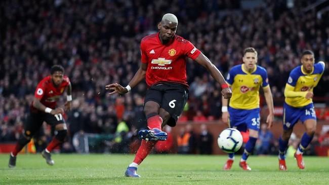Manchester United sempat memiliki peluang untuk mencetak gol tambahan lewat penalti Paul Pogba saat injury time. Namun, Pogba gagal memanfaatkan peluang tersebut. (Reuters/Carl Recine)