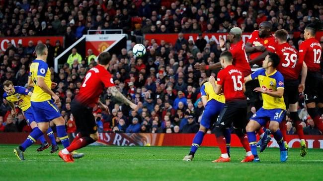 Southampton sempat menyamakan kedudukan 2-2 lewat tendangan bebas cantik James Ward-Prowse pada menit ke-75. (REUTERS/Phil Noble)