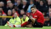 Satu menit sebelum gol pertama Manchester United, Alexis Sanchez harus ditarik keluar dan digantikan Diogo Dalot karena mengalami cedera. (Reuters/Carl Recine)