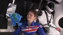 VIDEO: Momen Pendaratan Roket Crew Dragon di ISS