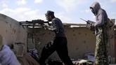 ISIS masih menahan sejumlah warga sipil sebagai sandera dan perisai manusia. (REUTERS/Rodi Said)