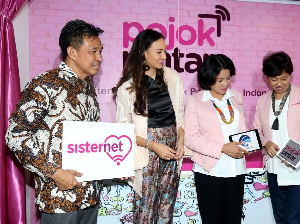 Pojok Pintar Sisternet ini dirancang sebagai rumah singgahnya bagi para perempuan yang mau belajar, berbagi, dan memperluas wawasannya mengenai berbagai isu pemberdayaan perempuan dan peluang sosial ekonomi dengan memanfaatkan teknologi digital. Foto: dok. Menkominfo