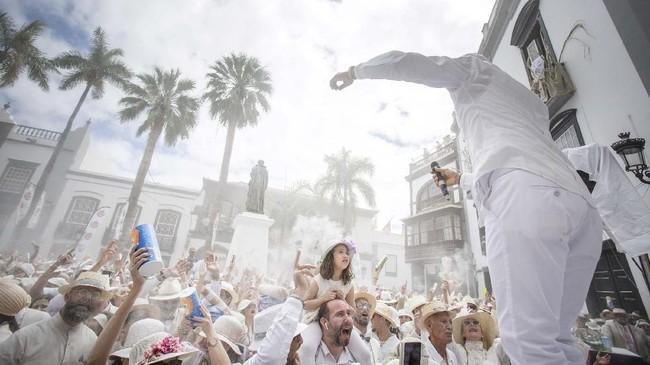 Festival Los Indianos adalah acara tahunan. Untuk 2019 ini, digelar pada 4 Maret lalu. (Photo by DESIREE MARTIN / AFP)