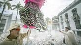Menambah kemeriahan, ada pula kontes pemilihan Ratu Karnaval, Ratu Junior dan Ratu Senior, serta grup-grup penari sampai band jalanan dan orkestra yang memainkan irama Karibia dan Brasil. (Photo by DESIREE MARTIN / AFP)