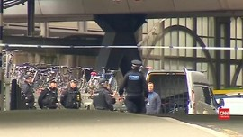 VIDEO: Polisi Temukan Bom di Stasiun dan Bandara Inggris