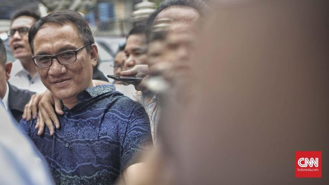 Andi Arief Sindir Kubu Senior Partai Demokat yang Ingin KLB