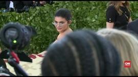 VIDEO: Kantongi Rp14 T, Kylie Jenner Jadi Miliarder Termuda