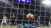 Madrid memperkecil kedudukan di menit ke-70 lewat kaki kiri Marco Asensio yang memanfaatkan umpan Sergio Reguilon. (Photo by JAVIER SORIANO / AFP)