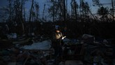Badai itu menyebabkan aliran listrik ke lebih dari 10.000 rumah terputus. (AP Photo/David Goldman)